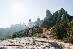 Атлетические бега сильного человека отстают ультра марафон Стоковое Изображение RF