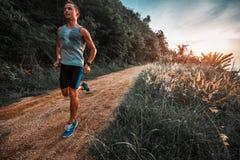 Атлетические бега человека Стоковые Изображения