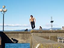 атлетический мужчина шлямбура здания Стоковая Фотография RF