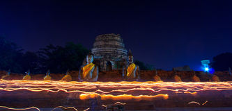 Атмосфера в дне буддизма на виске Стоковые Фотографии RF