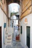 Атмосферические узкие улицы в историческом центре Sperlonga стоковое фото