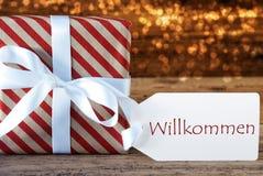 Атмосферический подарок рождества с ярлыком, гостеприимсвом середин Willkommen Стоковое Изображение RF