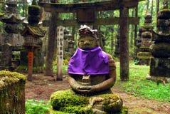 Атмосферическое кладбище с jizo Стоковое фото RF