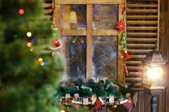 Атмосферическое украшение силла окна рождества Стоковые Фото
