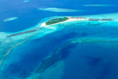 Атолл Мальдивы от взгляда неба стоковое фото