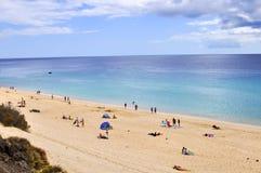 Атлантический океан и красивый пляж Фуэртевентуры Стоковое Фото