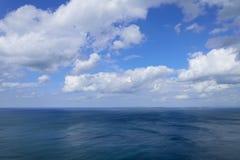 атлантическое голубое пасмурное небо океана Стоковое фото RF