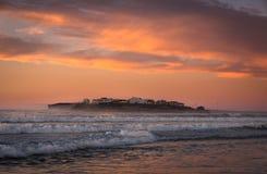 Атлантическое побережье на заходе солнца, Португалия Стоковая Фотография