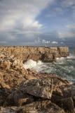 Атлантическое побережье на Ponta de Sagres, Португалии Стоковое фото RF