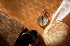 Атлас компаса, quill и глобуса Стоковое Изображение