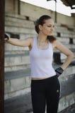 атлетическая девушка стоковые фотографии rf