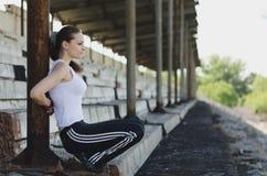 атлетическая девушка стоковое изображение