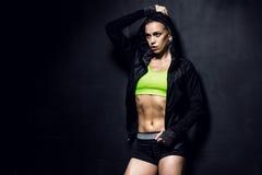 атлетические детеныши женщины Стоковые Фото