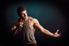 атлетические детеныши портрета человека Стоковая Фотография RF