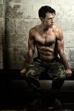 Атлетический человек после разминки стоковая фотография rf