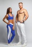 2 атлетических молодые люди - парень и девушка Стоковая Фотография RF
