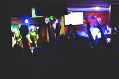 Аудитория апплодируенная художником этапа Стоковые Фотографии RF