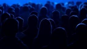 Аудитория слушает к лектору на конференции сток-видео