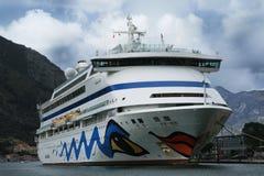 Аура Aida пассажирского корабля berthed в порте Kotor-Черногории Стоковое Фото