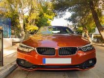 Афины, Греция 10-ое мая 2017 Автомобиль люкса коричневый припаркованный на дороге Стоковые Изображения RF
