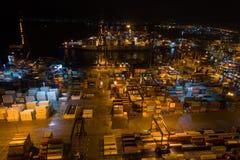 Афины, Греция - 15-ое ноября 2017: вид с воздуха ночи порта груза Perama стоковые фотографии rf