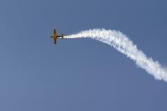 Афины, Греция 13-ое сентября 2015 Аэробатик вверх в небе на выставке летания недели воздуха Афин Стоковое Изображение