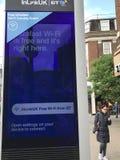 Афиша BT на улице Лондона стоковая фотография rf