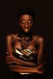Африканская красивая женщина в стиле рэппера gangsta стоковое изображение rf