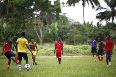 Африканская футбольная команда во время тренировки Стоковое Фото