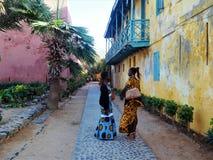 Африканские женщины говоря в улице Стоковые Изображения RF