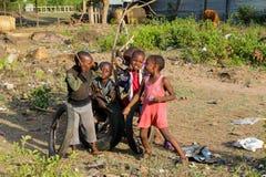 Африканские маленькие дети на спортивной площадке Стоковое Фото