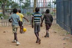 Африканские маленькие дети на спортивной площадке Стоковая Фотография RF