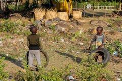 Африканские маленькие дети на спортивной площадке Стоковые Фотографии RF