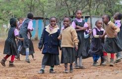 Африканские маленькие ребеята школьного возраста на спортивной площадке Стоковое Изображение RF