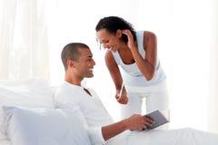 Африканские пары находя результаты испытания стельности Стоковое Изображение