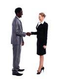африканские руки бизнесмена трястия белизну Стоковая Фотография RF