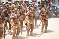 Африканские танцоры в радостном настроении Стоковые Фотографии RF