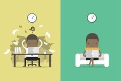 Африканский бизнесмен получает обратную связь от других людей Африканский бизнесмен и независимая жизнь Шарж концепции дела иллюстрация вектора