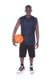 Африканский молодой человек с баскетболом Стоковые Фото