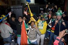 африканский празднуя юг футбола вентиляторов Стоковая Фотография