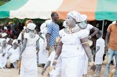 Африканский сбор женщин для традиционного танца стоковое изображение rf