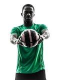 Африканский футболист человека держа показывать footbal Стоковая Фотография