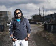 Африканский человек в городском портрете. Стоковое фото RF