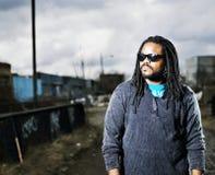 Африканский человек в городском портрете. Стоковая Фотография RF