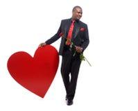 Африканский человек держа присутствующим к дню валентинки Стоковая Фотография