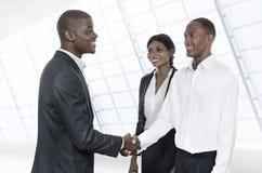 3 африканских бизнесмены рукопожатия Стоковые Изображения RF