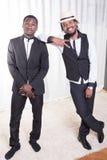 2 африканских парня представляя на ковре Стоковые Изображения