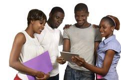 4 африканских друз смотря ПК таблетки Стоковая Фотография RF