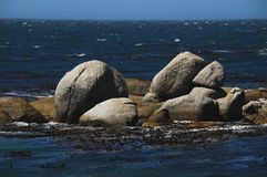 Африка иконические валуны пляжа Больдэра, Южной Африки стоковые фото