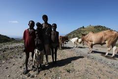 Африка, южная Эфиопия 20 12 2009 - Семья Unidentify эфиопская Стоковые Изображения